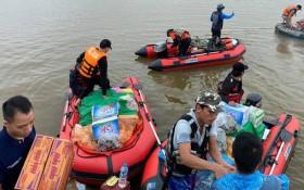 Biệt đội cano 0 đồng và những câu chuyện xúc động trên đường cứu trợ: Cả Quảng Bình trắng đêm giữa mưa lạnh, ước gì có thêm 100 chiếc cano