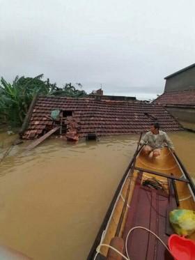 Những tấm lòng vàng: Hỗ trợ đồng bào lũ lụt miền Trung