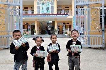 Quý sữa Vươn cao Việt Nam và Vinamilk đến với trẻ em khó khăn vùng cao Yên Bái