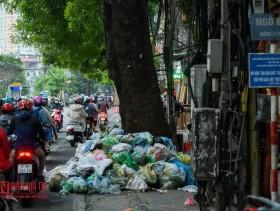 Hà Nội: Rác thải bủa vây nhiều tuyến phố