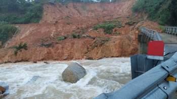 Quảng Nam: Sạt lở núi vùi lấp 3 nhà dân