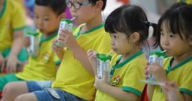 Mới có 25 tỉnh thành triển khai cho học sinh uống sữa học đường