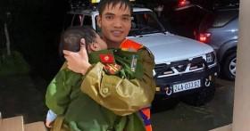 Bộ Công an biểu dương Công an tỉnh Quảng Bình vụ giải cứu 18 người trên xe khách bị lũ cuốn trôi