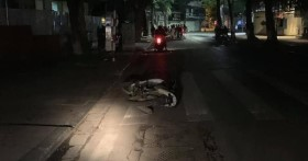 Hà Nội: Xe máy đâm thẳng vào gốc cây, hai cô gái trẻ thương vong