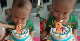 Pha thổi nến quá cồng kềnh của bé trai 2 tuổi: Thổi lác cả mắt nến vẫn chưa tắt để ăn bánh sinh nhật