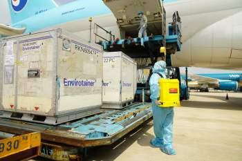 Vaccine COVID-19 của AstraZeneca đã được vận chuyển tới Hà Nội