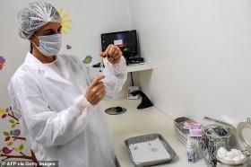 Tình nguyện viên thử nghiệm vaccine Covid-19 của Oxford tử vong do giả dược