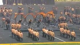 Video: Cảnh sát Ai Cập cởi áo khoe 6 múi, nhảy qua vòng lửa khiến dân mạng phát sốt