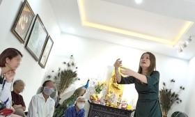 Tự nổ chữa bách bệnh: Chê bai bác sĩ, bệnh viện để móc hầu bao người bệnh