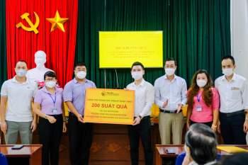CBNV TT Group trao tặng 3.000 suất quà cho người dân Hà Nội gặp khó khăn do Covid-19